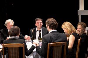 Eine_Familie_beim_Dinner_Foto_Katarina_Ivanisevic_1001