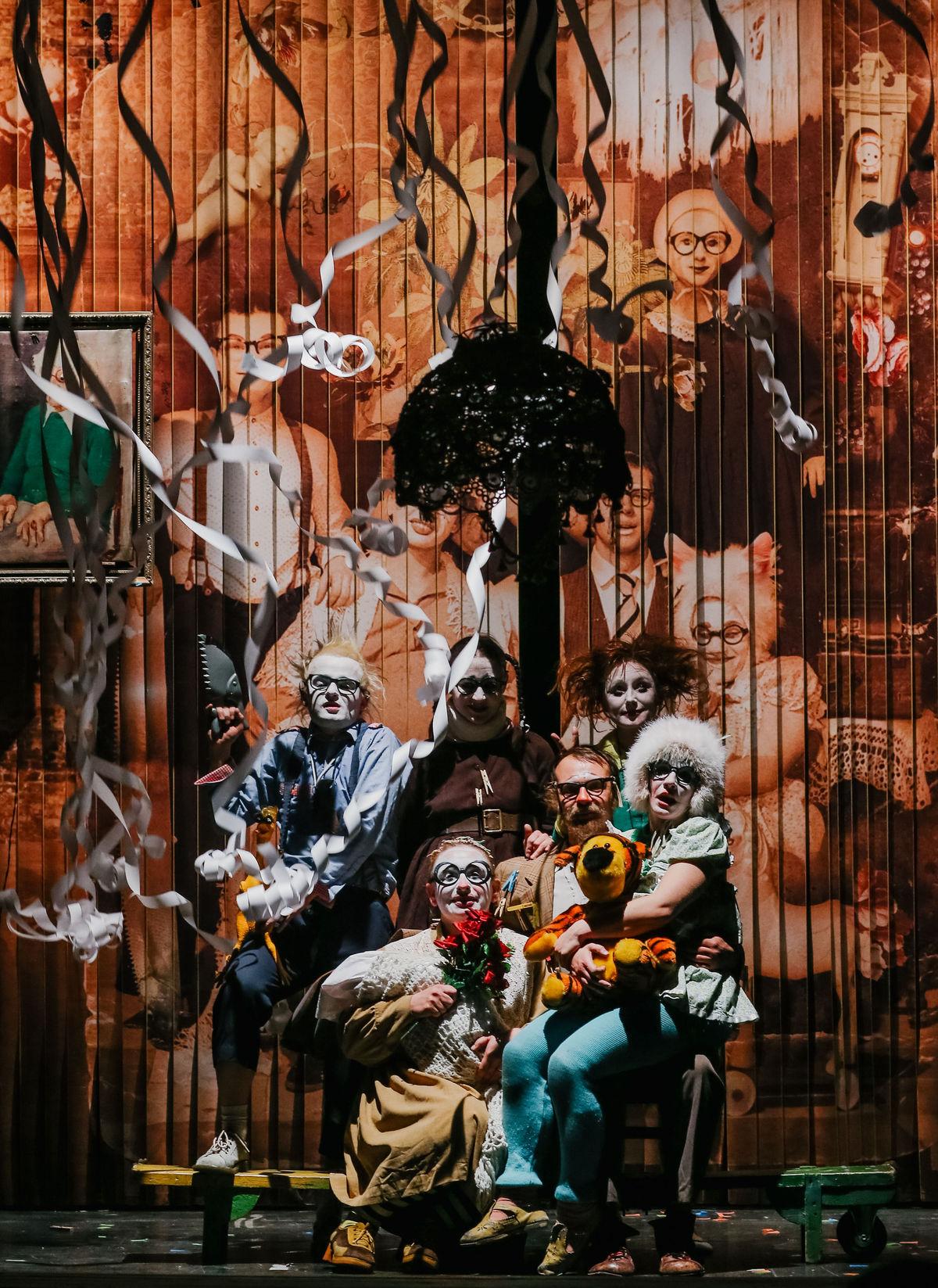 Semianyki – Russisches Clownstheater – Tipi amKanzleramt